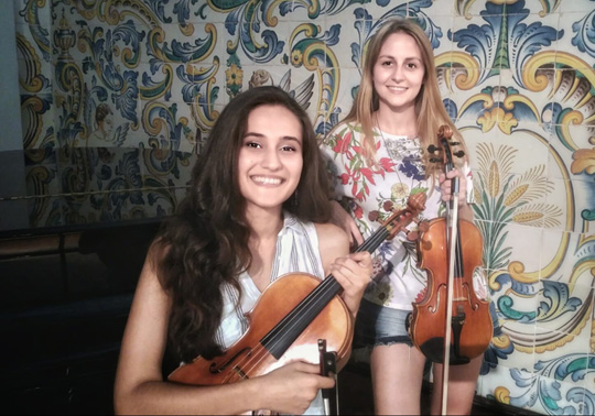 event image:María Camáñez, violin. Ayse Yavuz, viola. Autumn Concerts. Cycle Music in the Chapel. 23/10/2019. Centre Cultural La Nau. 19.00h